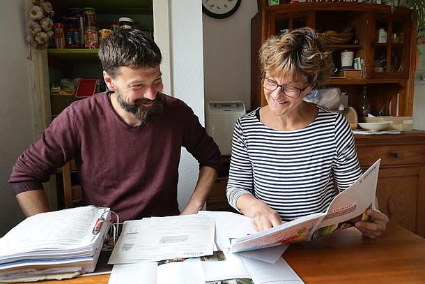 Katrin Ramundt und Dr. Heiko Stemmmann planen die Dämmung ihres Hauses.